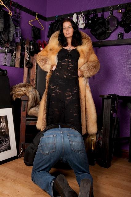 Huddersfield Mistress Tania ~ Elite Yorkshire Mistress